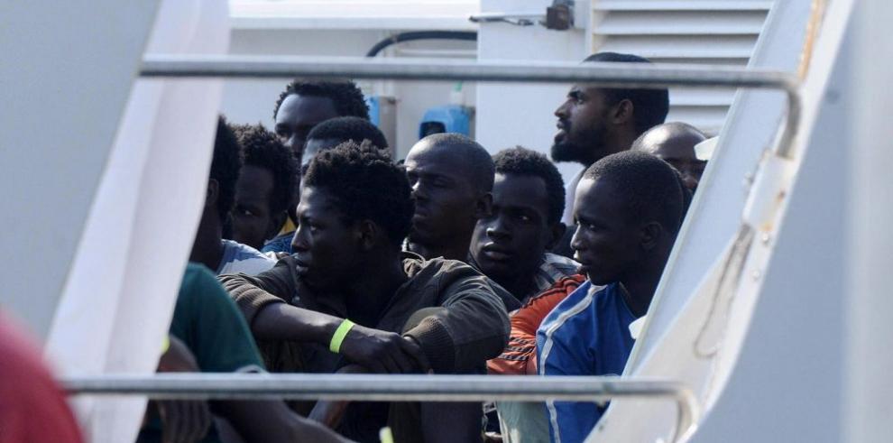 Autoridades frenan desembarco de 678 inmigrantes