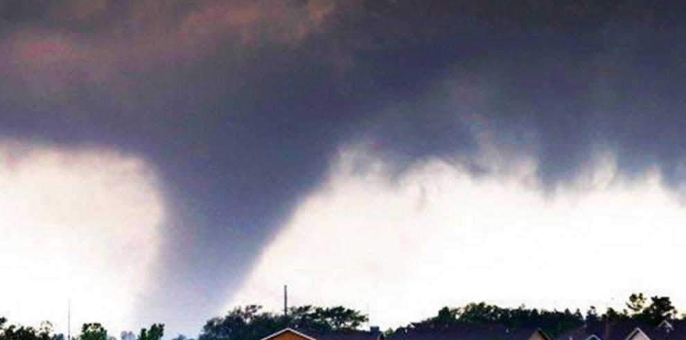 Una mujer muerta y una docena de heridos por tornados en EEUU