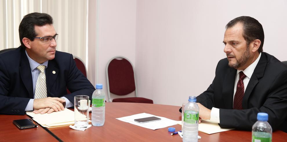 Fiscal de Cuentas pide a la Contraloría auditar contratos del Minsa