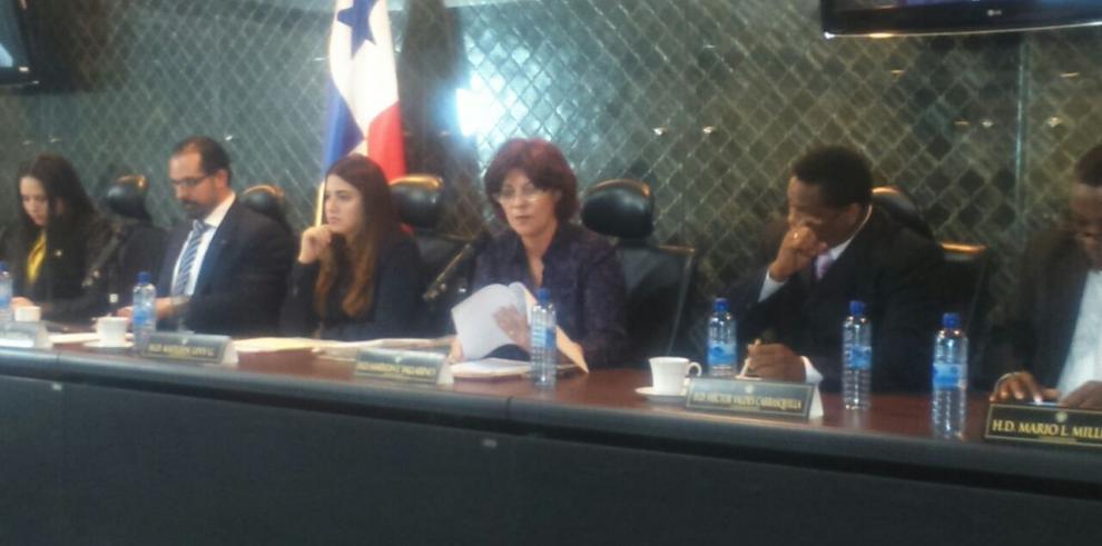 Marylin Vallarino pide a la Policía que sancione a su hija