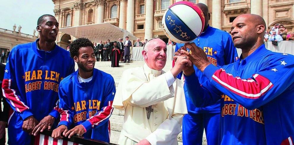 Trotamundos de Harlem comparten con el Papa