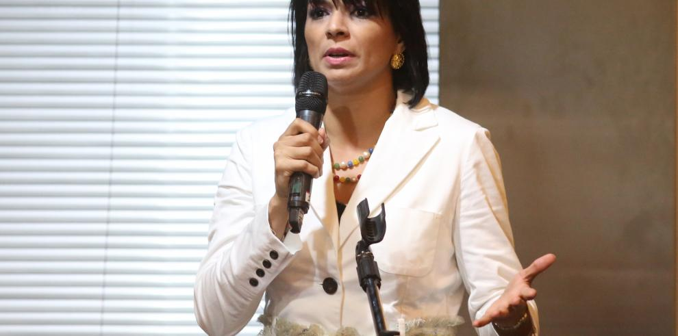 Zarina anticorrupción dice que lo óptimo sería auditar las megaobras