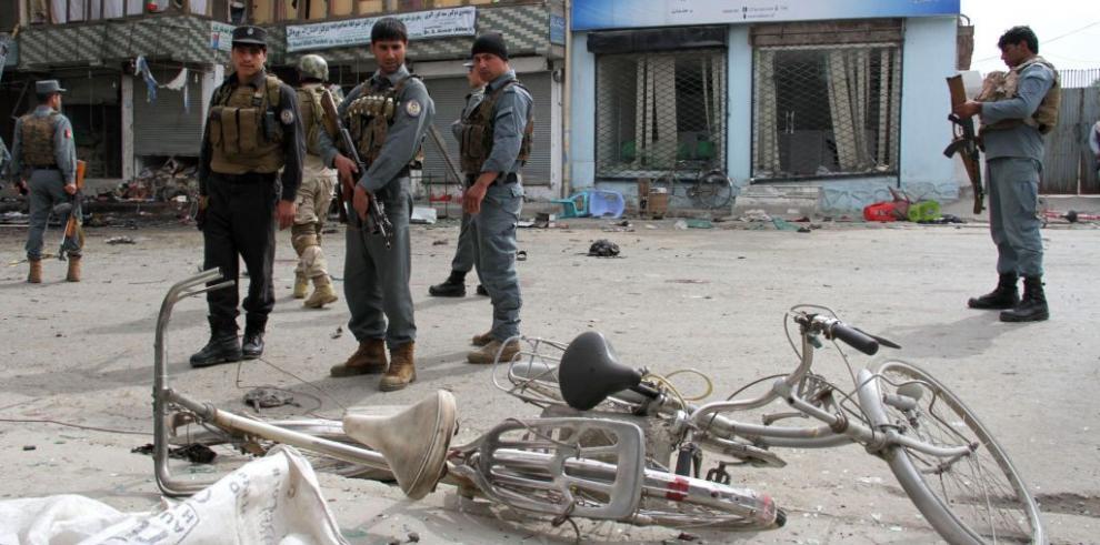 33 muertos y más de 100 heridos en atentado suicida en Afganistán