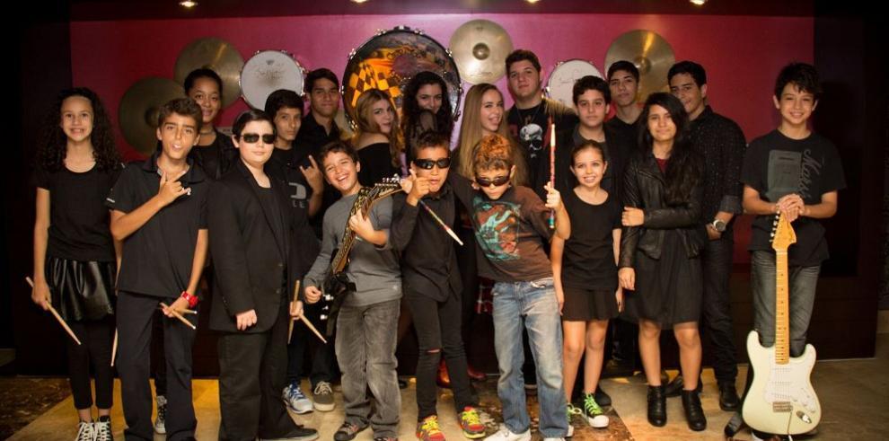 Jóvenes culminan taller musical