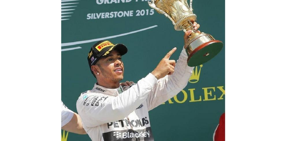 Hamilton gana en casa y amplía su ventaja sobre Rosberg