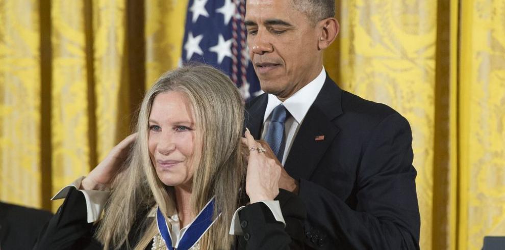 Los Estefan reciben Medalla de la Libertad