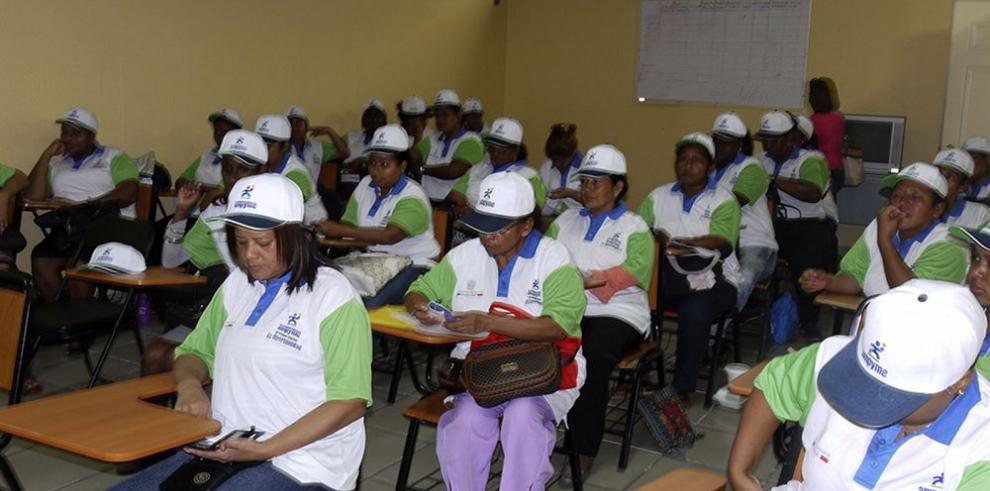 Mujeres de Colón participan en talleres