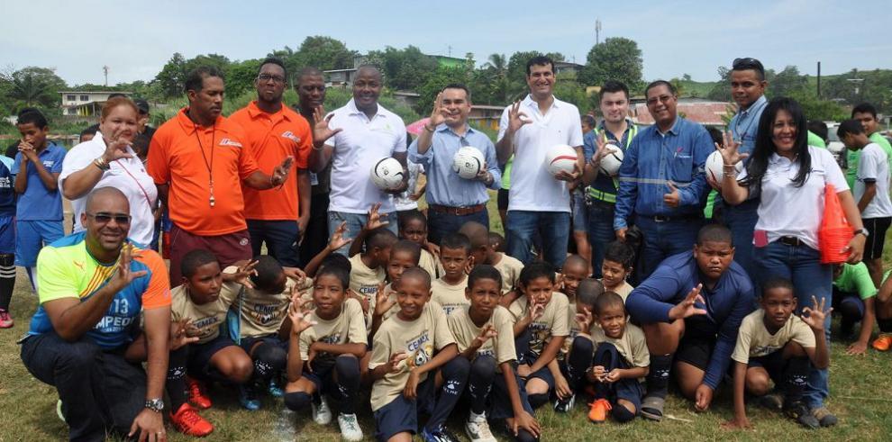 Cemex inaugura academia de fútbol en Cativá