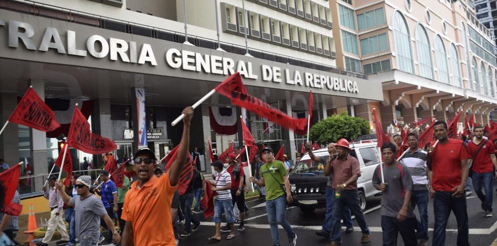 Colapsa circulación vehicular por la huelga del Suntracs