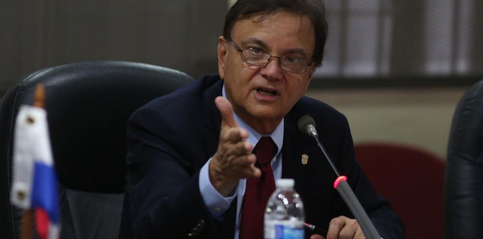 Roy viajó a EE.UU. para hablar en la Cámara Americana de Comercio