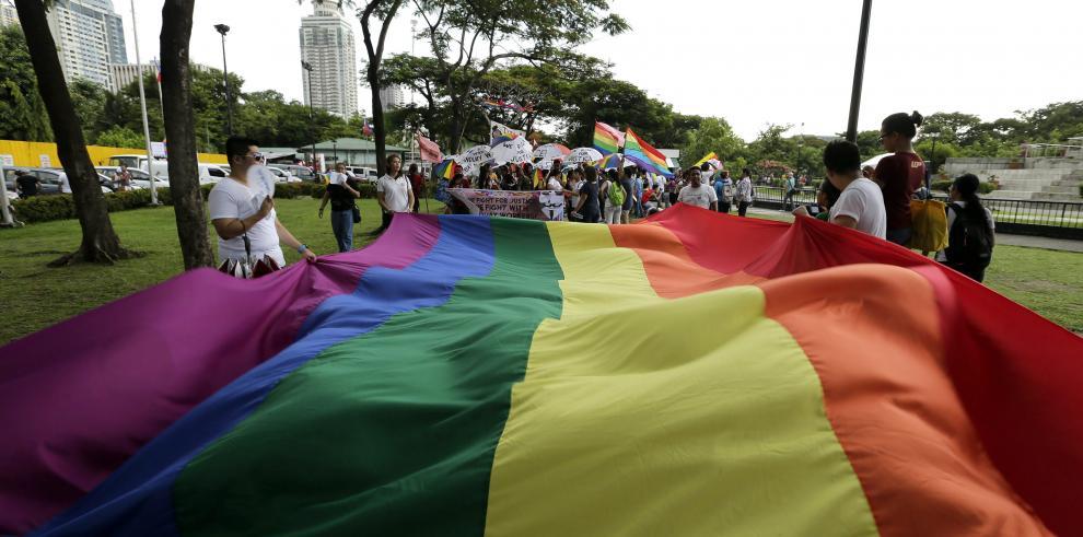 Miles de personas se suman a la marcha del Orgullo Gay