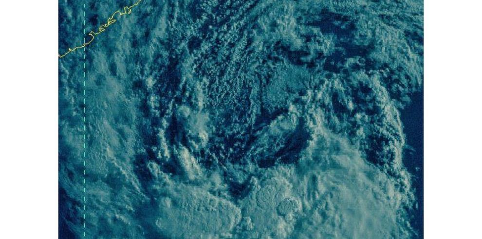 Tormenta subtropical Ana se mantiene en la costa sureste de EEUU