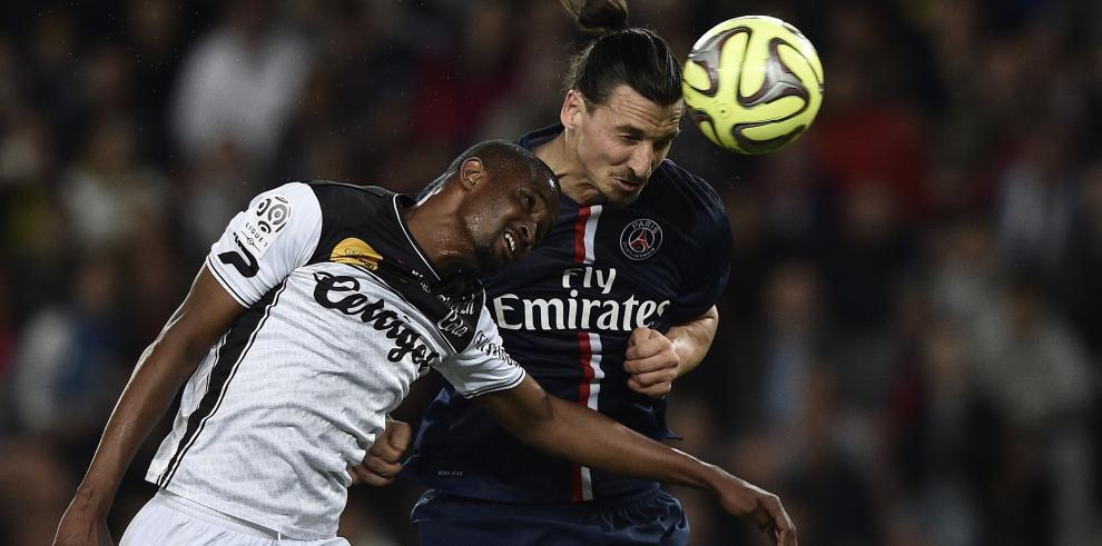 Cavani acerca al París SG al título en Francia