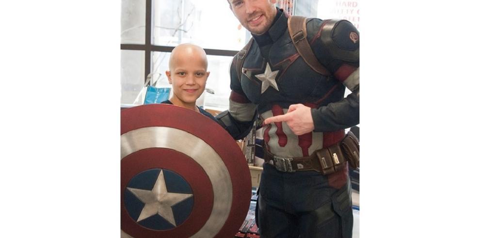 El Capitán América visitó el hospital de niños en Seattle