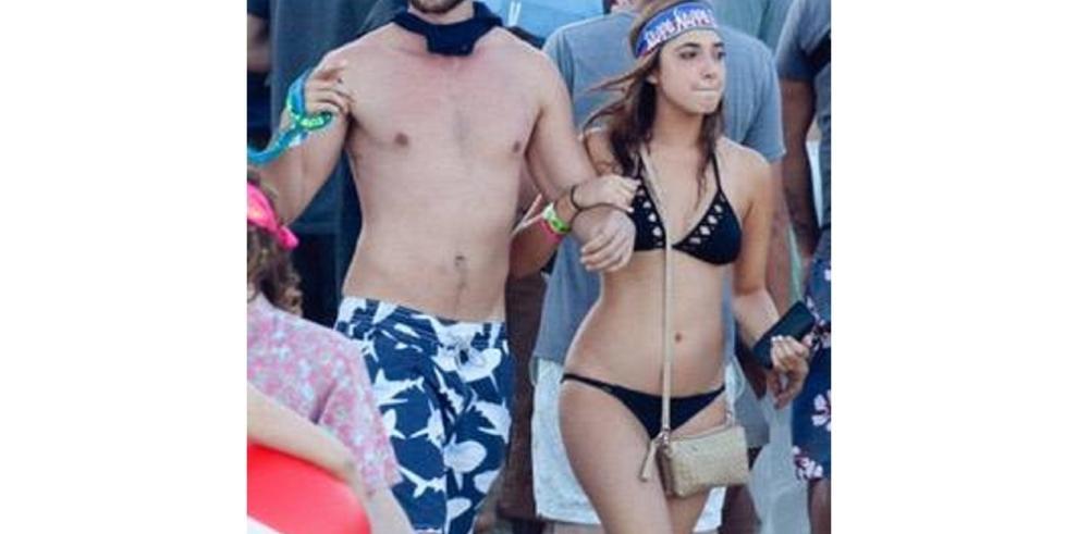 Novio de Miley Cyrus es captado muy cariñoso con otra chica