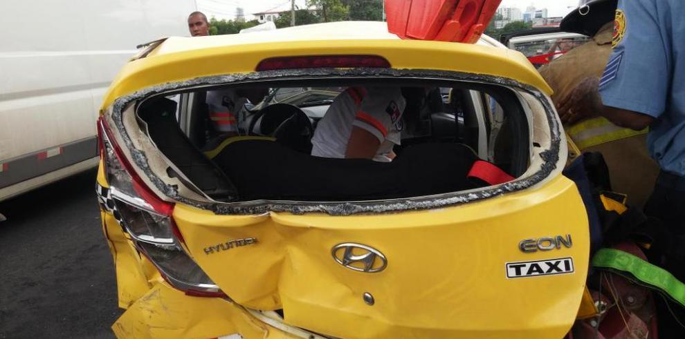Dos personas heridas por colisión múltiple en la vía Transístmica