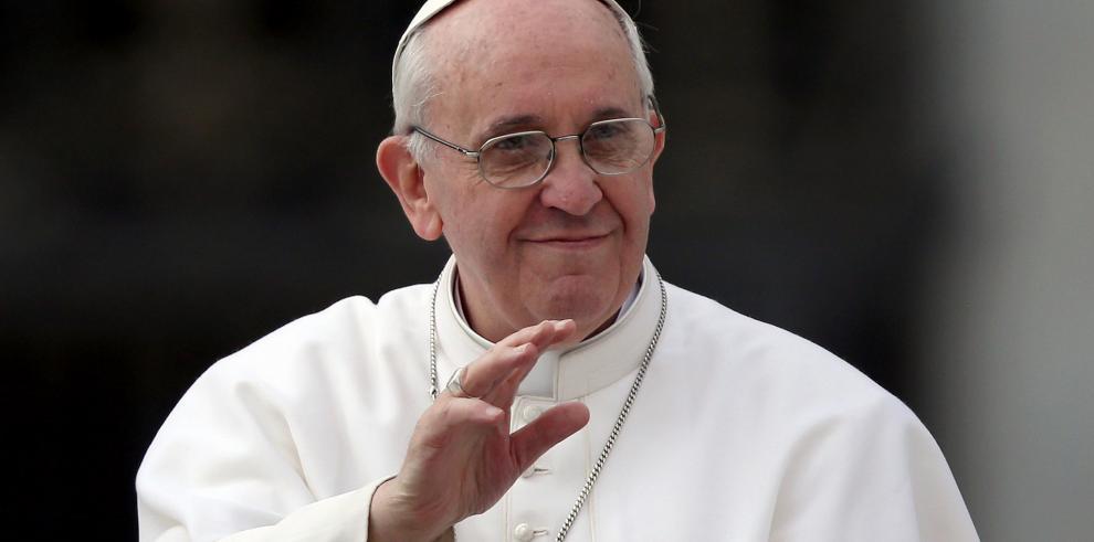 Vaticano expulsará de Congregación a sacerdote declarado gay