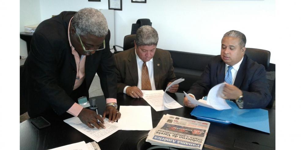 Presentan denuncia contra el presidente Juan Carlos Varela