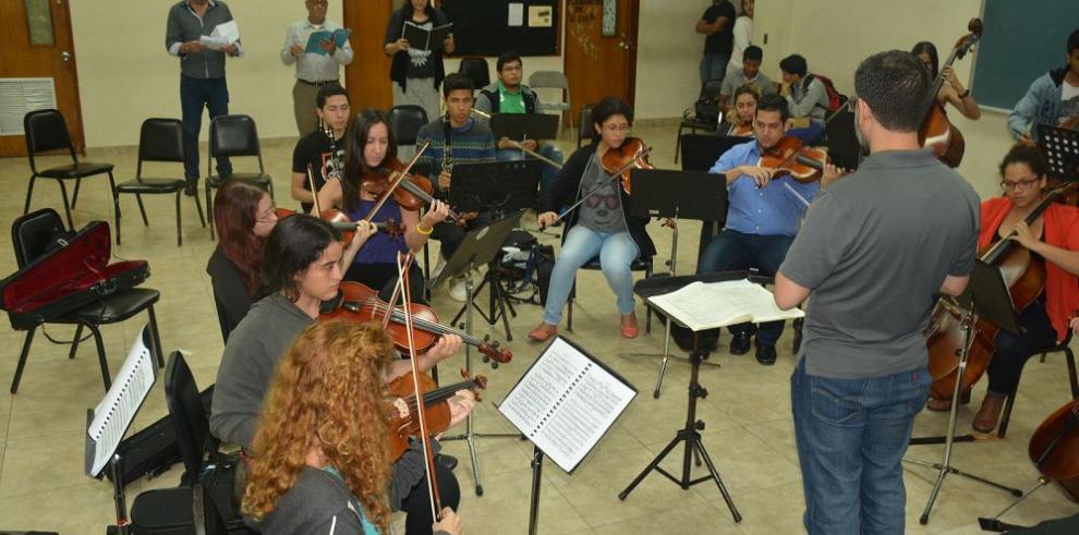 """La Sinfónica Universitaria afina para """"Réquiem"""" de Mozart"""