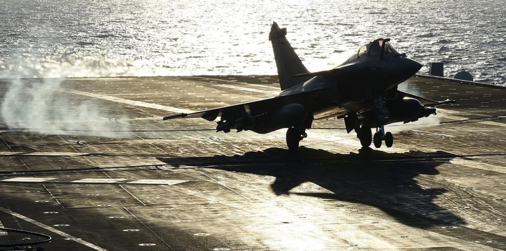 Los cazas del portaaviones francés destruyen dos objetivos del EI en Irak