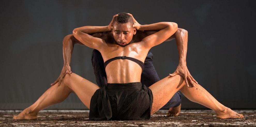 Descolonización en una danza singular
