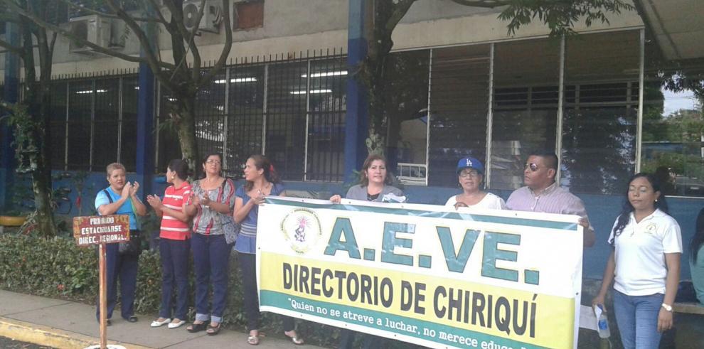 AEVE protesta en la regional del MEDUCA en Chiriquí