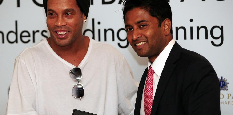 Ronaldinho establecerá una escuela de fútbol en Singapur