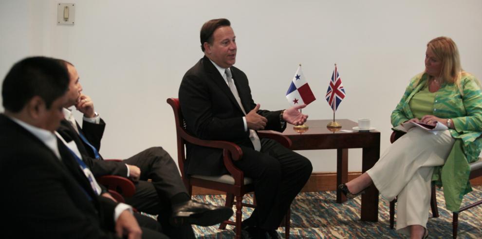 Varela se reúne con autoridades y empresas interesadas en Panamá