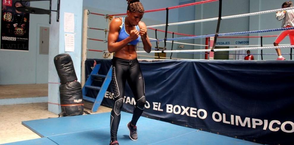 La campeona mundial Bylon se recupera de tendinitis