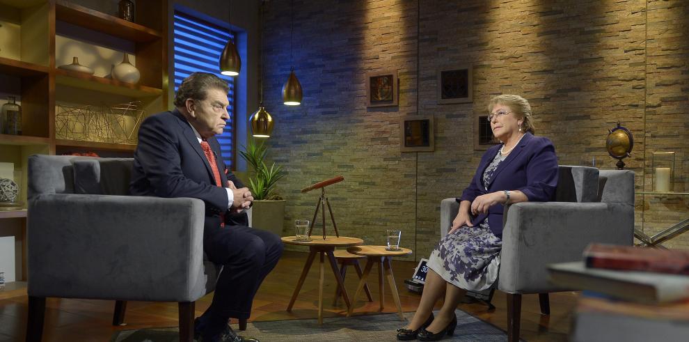 Bachelet pide la renuncia a todo su gabinete