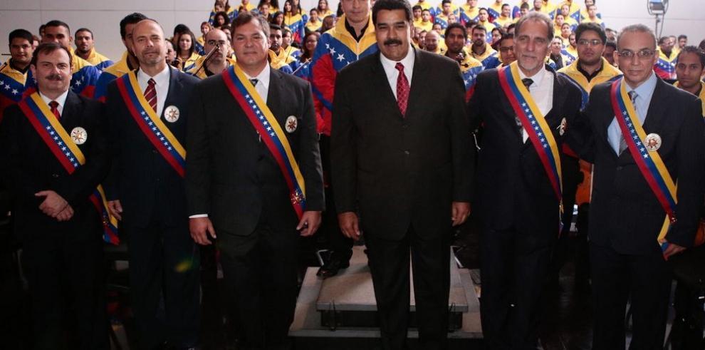 Maduro arremete contra agencias internacionales