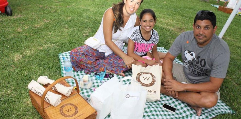 Familias hacen picnic y rompen con la rutina