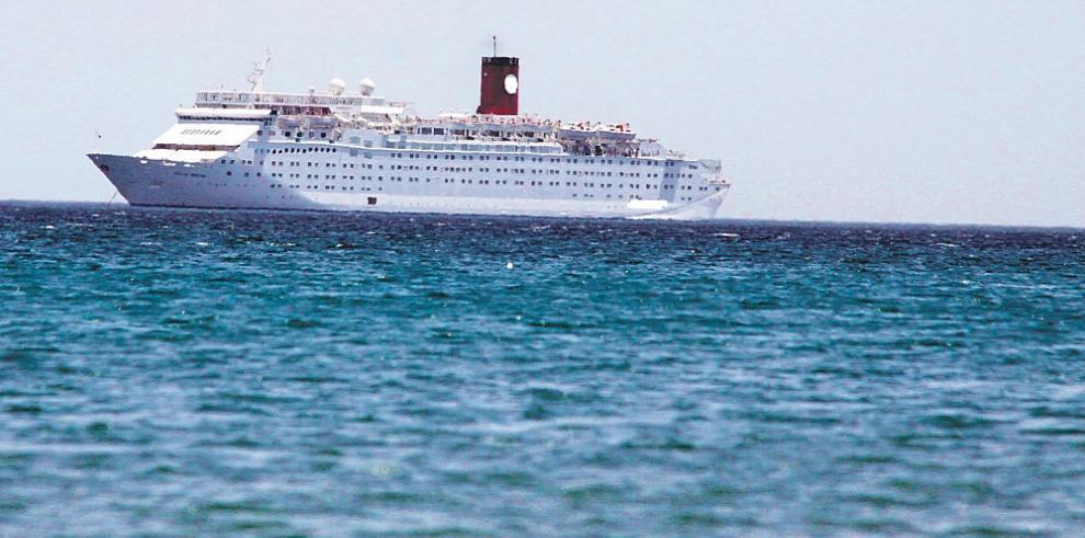 Rescatan a 347 pasajeros de un crucero francés a la deriva