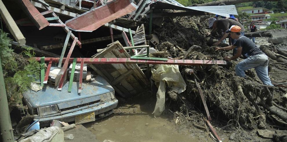 62 muertos por deslizamiento de tierra en noroeste de Colombia