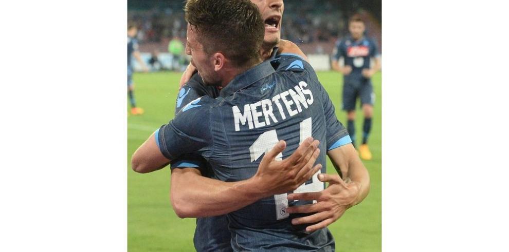 Nápoles gana y sueña con la Liga de Campeones