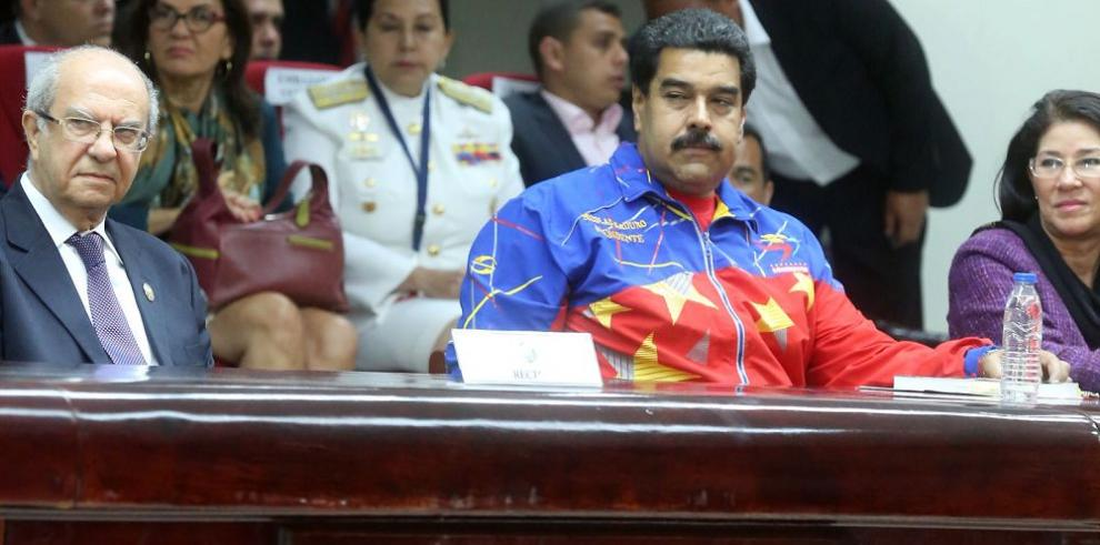 Venezuela fija límites marítimos a Colombia