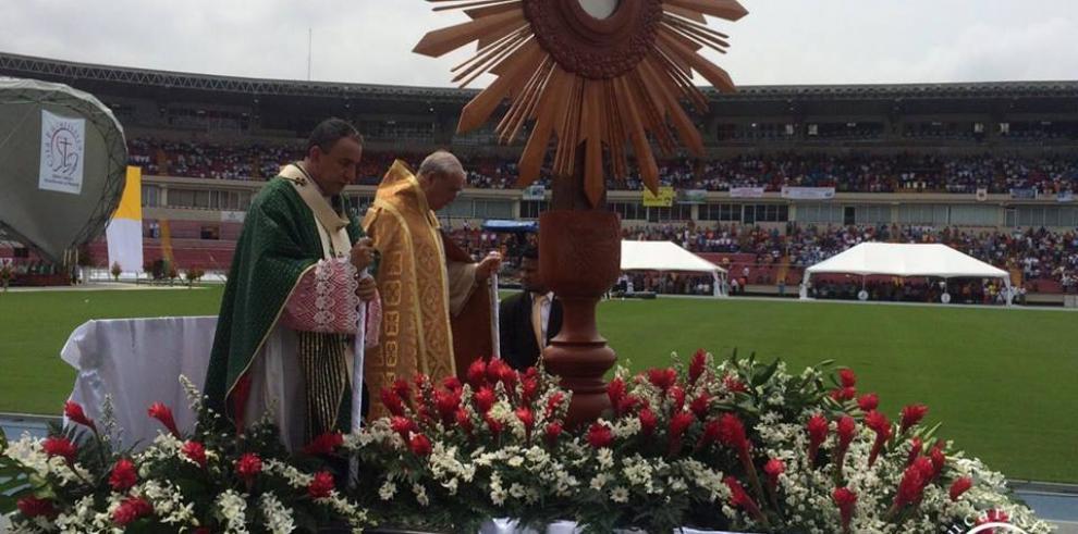 Cientos de católicos se hicieron presente en la XLV Cita Eucarística