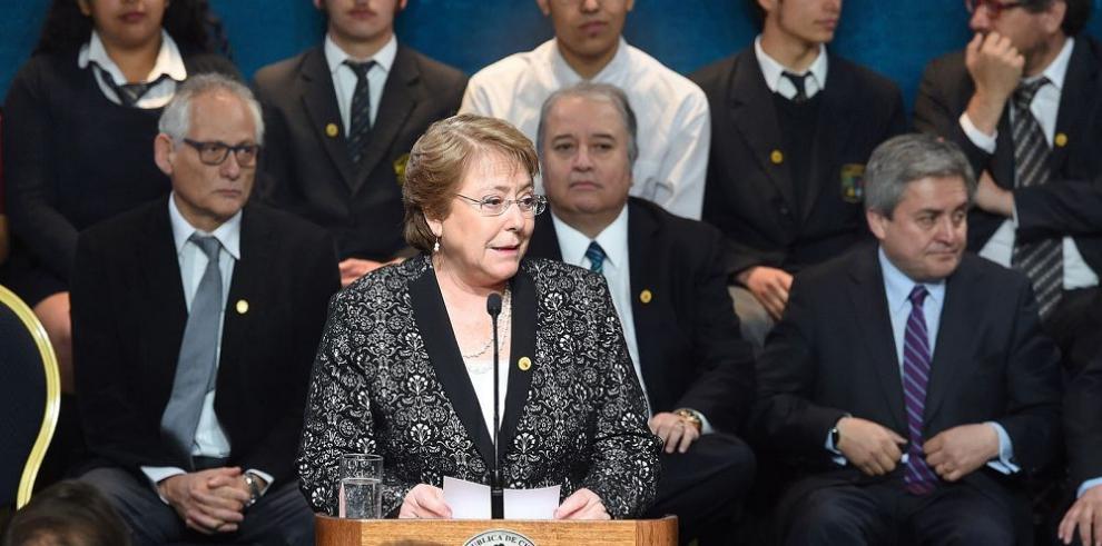 Bachelet propone nueva ley educativa