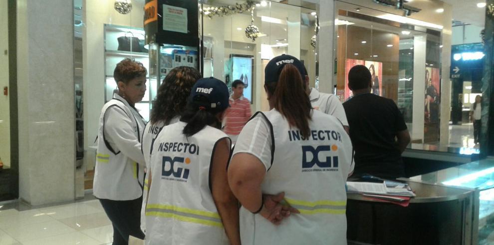 DGI inicia operativo en centros comerciales por el Día de las Madres