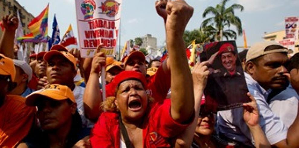 Oposición venezolana elige a 42 candidatos parlamentarios