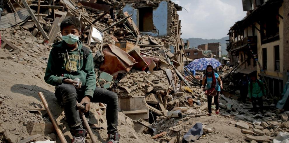 Nepal pide a comunidad internacional 1.800 mdd en asistencia financiera