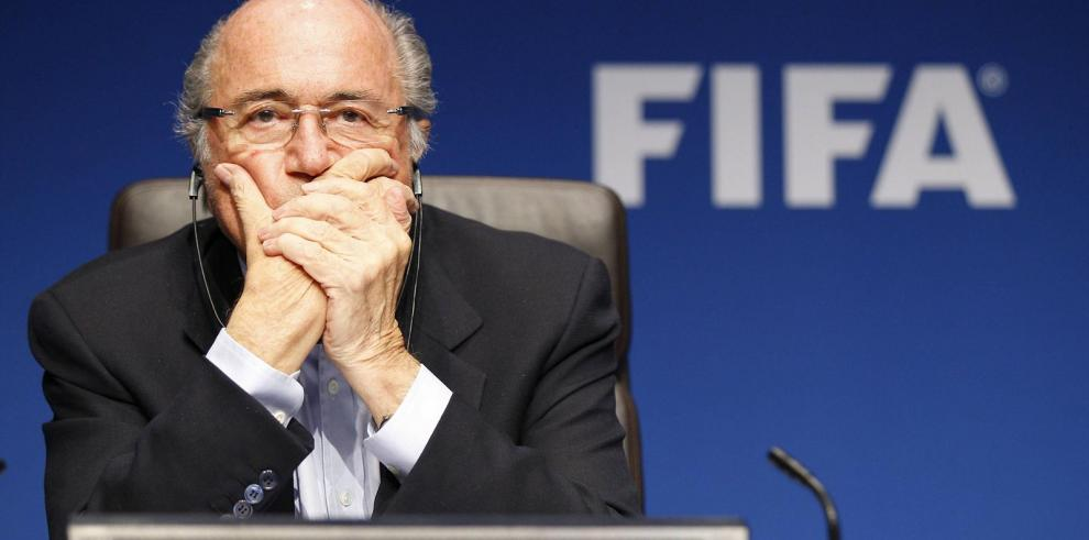 Blatter sometido a chequeos médicos por sufrir estrés