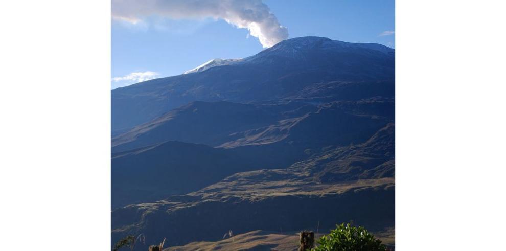 Cenizas volcánicas impiden vuelos