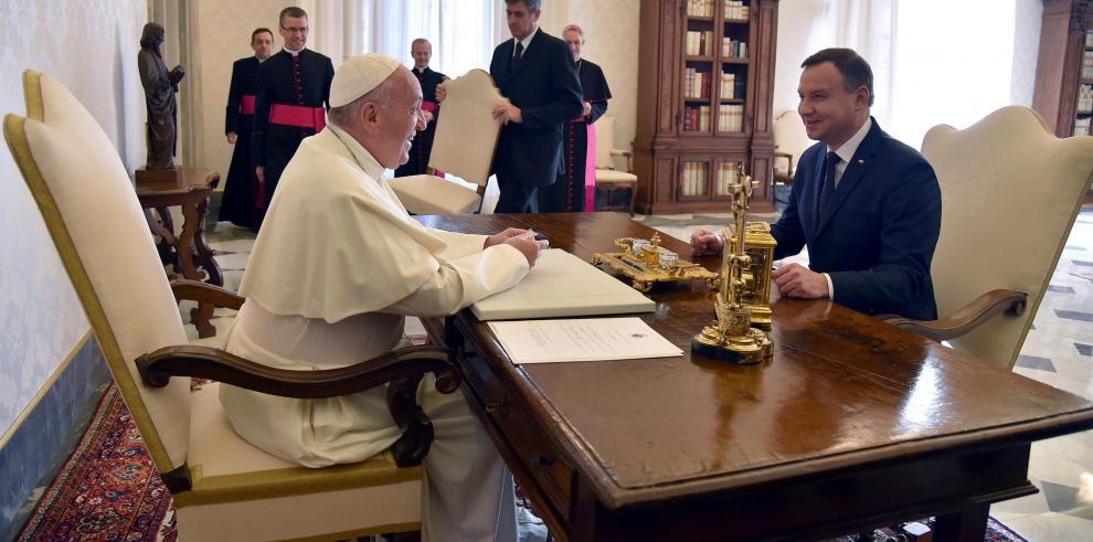 El presidente de Polonia dice que el Papa desearía ir a Auschwitz