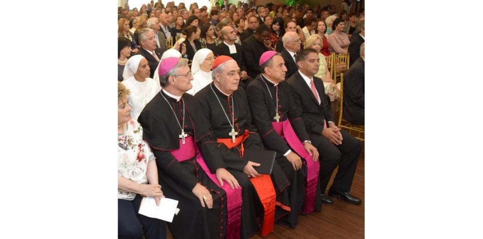 Homenaje al Cardenal Lacunza