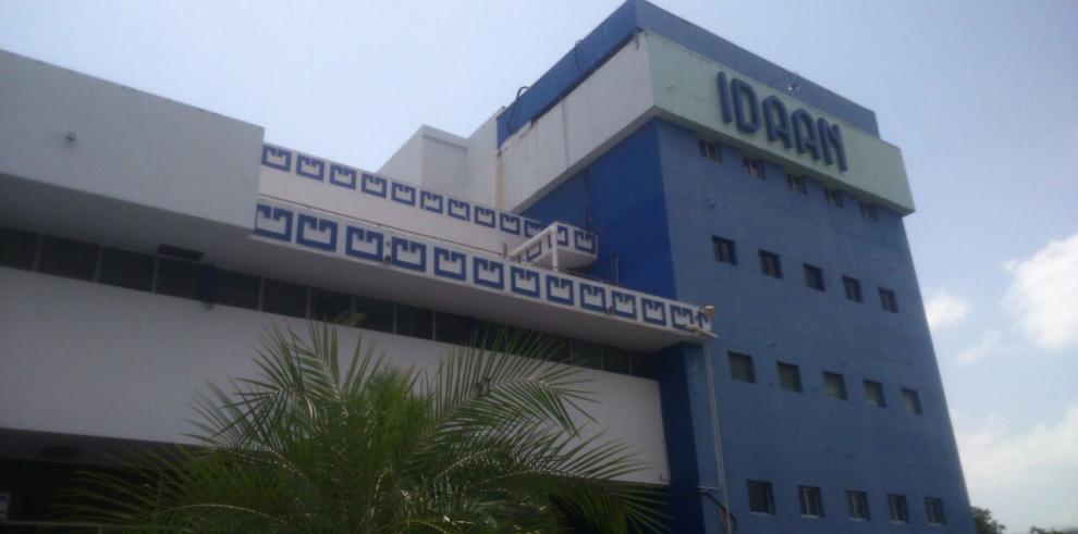 Funcionarios del IDAAN cumplen su segundo día de paro
