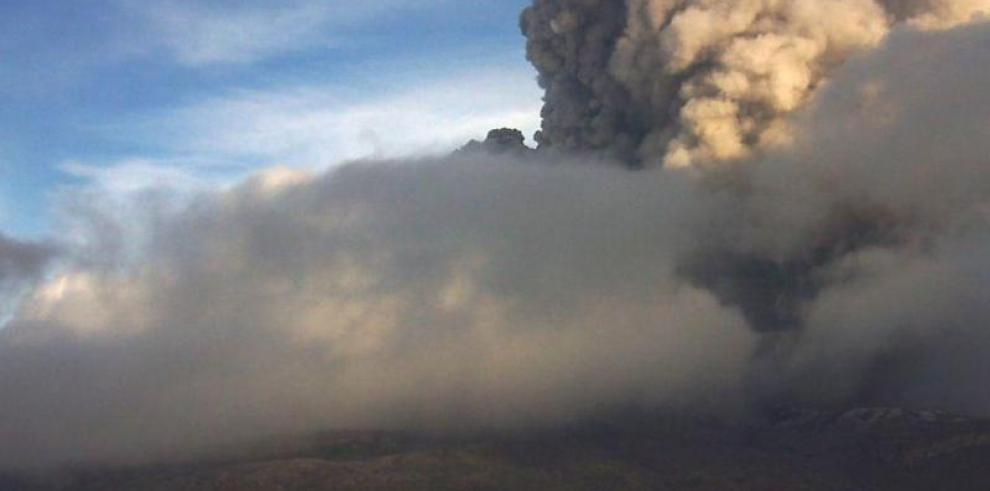 Volcán Nevado del Ruiz en Colombia se mantiene en alerta