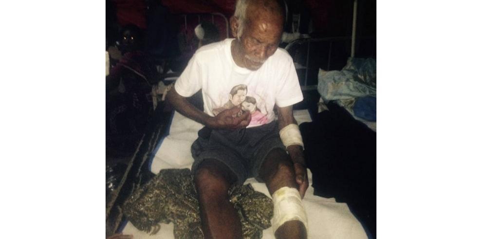 Rescatan a un hombre de 101 años en Nepal