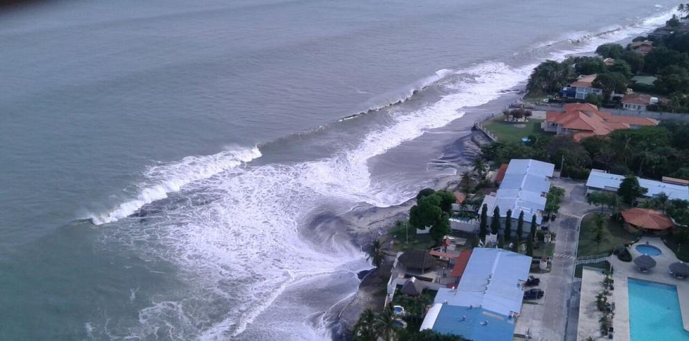 Mantienen medidas de seguridad en playas del Pacífico