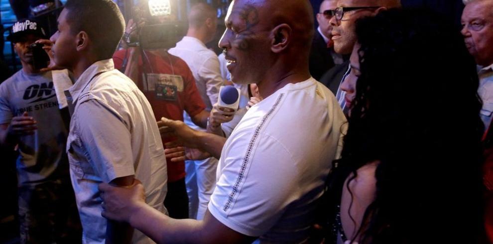 Tyson golpea a aficionado en Las Vegas